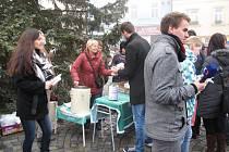 Polévka na boskovické náměstí přilákala opět zástupy lidí. Díky jejich přispění se podařilo shromáždit částku přes 74 tisíc korun.