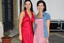 První vicemiss soutěže Miss Egovernment Lucie Kolářová (vlevo) a druhá vicemiss Kateřina Vorlická.