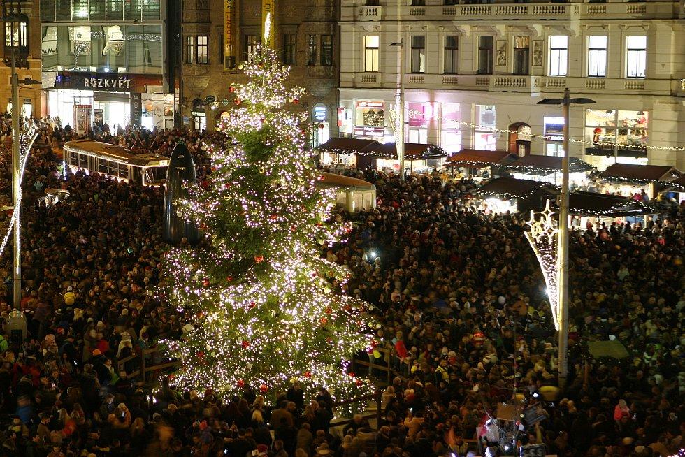 Brno 29.11.2019 - rozsvícení vánočního stromu na náměstí Svobody v Brně.