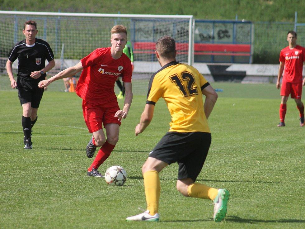 V utkání krajského přeboru fotbalistů porazil Tatran Bohunice (červené dresy) Olympii Ráječko 1:0 gólem Petra Švancary.