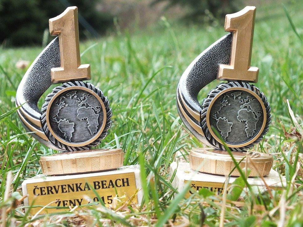 Prázdninové sportovní turnaje v areálu boskovické Červené zahrady odstartovaly. Ve čtvrtek se tam odehrál ženský turnaj dvojic v plážovém volejbalu.