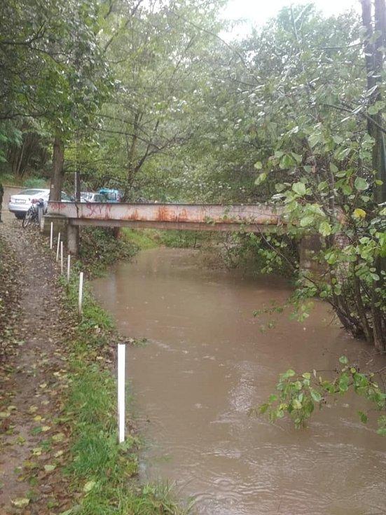 Rozlitá řeka Svitava ve Skalici nad Svitavou.