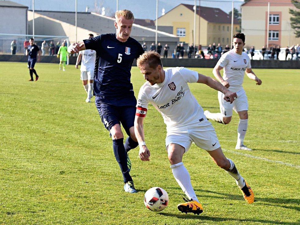 Ve druhém jarním kole divize D fotbalisté Blanska (tmavé dresy) porazili Sokol Lanžhot 3:1.