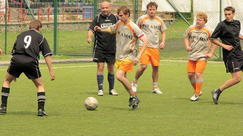 Fotbalové hřiště s umělou trávou v Boskovicích patřilo o víkendu malé kopané.