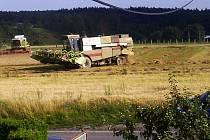 Kombajny vyrazily do polí sklízet úrodu, která jště zbyla
