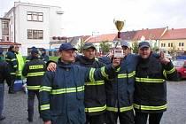 Vítězné družstvo hasičů Boskovice ve veprošťování osob