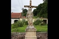 Sochu Panny Marie Bolestné vrátí ve středu restaurátiři na její původní místo k zámku v Šebetově.