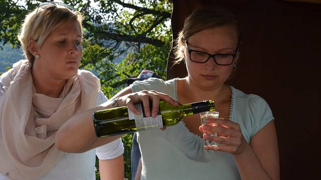 První ročník vinobraní se v sobotu odpoledne konal v parku u kina v Blansku.