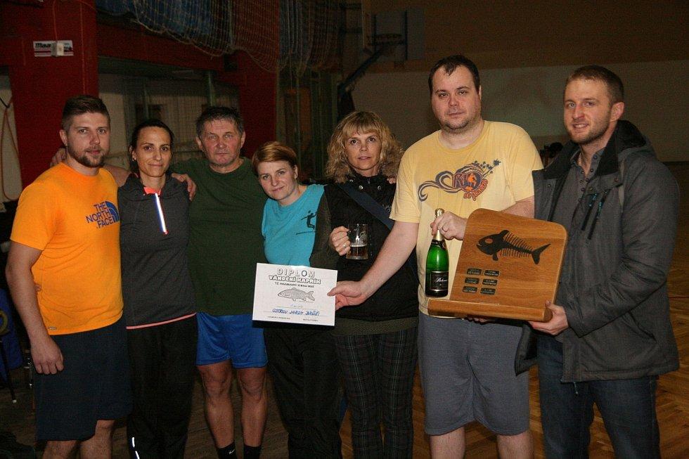 Volejbalisté Ostrova v Adamově opět vyhráli smíšený turnaj Vánoční Kapřík.