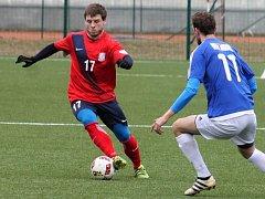 V prvním jarním domácím utkání Moravskoslezské divize fotbalisté Blanska (v červených dresech) porazili Velkou Bíteš 2:0.