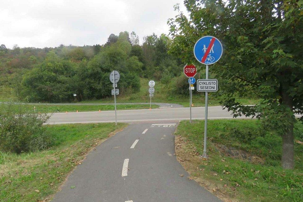 Střety cyklisty a motorkáře zkomplikoval dopravu na několik desítek minut.