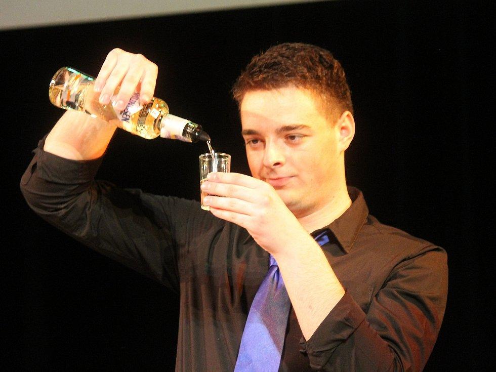 Amundsen Cup se letos konal už pojedenácté. Jeho cílem je umožnit mladým barmanům nabrat zkušenosti díky vystoupení pod dohledem poroty, na pódiu a před lidmi.