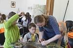 Děti si mohly v Galerii města Blanska vyrobit velikonoční dekorace.