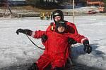 Blanenští hasiči cvičili tři dny na zamrzlé přehradě Palava. Zachraňovali život lidem, pod kterými se propadl led.