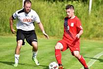 V předposledním kole fotbalové divize remizoval FK Blansko (červené dresy) se Slovanem Havlíčkův Brod 1:1.
