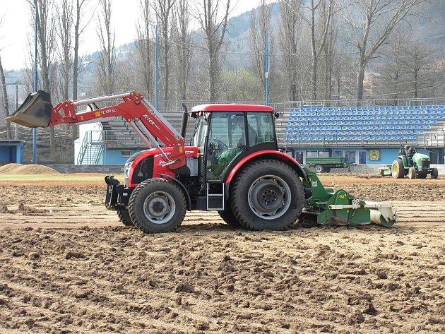 Baseballový stadion Olympie Blansko bude mít nový povrch centrálního hřiště. Padne na něj pět set tun písku a čtyřicet tun antuky. Oprava má stát milion korun.
