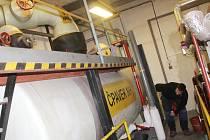 Až šest tun čpavku v kapalné formě pojme nádrž na zimním stadionu v Blansku. Používá se na výrobu ledové plochy. Zastaralá technologie slouží na stadionu čtyřicet let. Blanenští ji chtějí vyměnit.