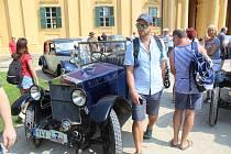Jih Moravy v sobotu zaplavily veterány. Jejich řidiči a majitelé s nimi projeli ze Zaječí přes Lednici a Mikulov až do Valtic na Břeclavsku.