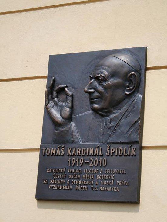 Kardiná Tomáš Špidlík - pamětní deska.