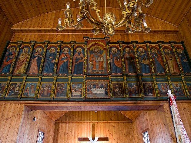 Ikonostas v dřevěném kostelíku v Blansku postupně prochází opravou. Foto: archiv Církve československé husitské
