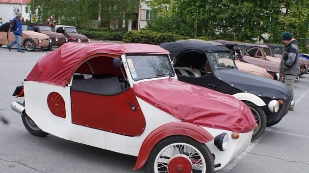 Pořadatelé tradiční akce Jarní sraz Velorexů v Boskovicích měli letos velký důvod slavit. Fanoušci aut s plátěnou karosérií se totiž na Blanensku setkali už poosmnácté.