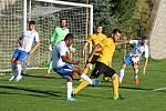 Souboj nováčků Moravskoslezské fotbalové ligy v Rosicích vyhráli domácí (žluté dresy). Gólem Malaty porazili Blansko 1:0.