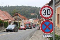 Kvůli opravovanému mostu na silnici I/43 musí řidiči jezdit přes Černou Horu.
