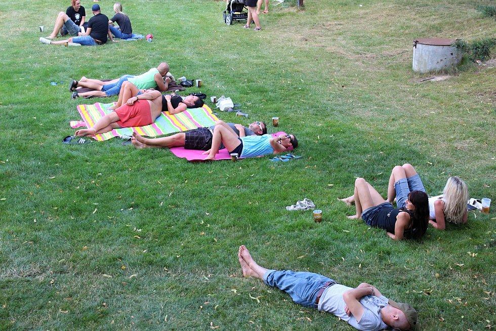Odpočinek návštěvníků Motosrazu.