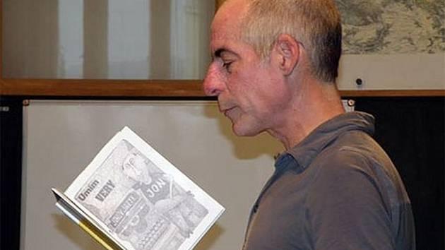 Jon Davis bývalý novinář a současný překladatel