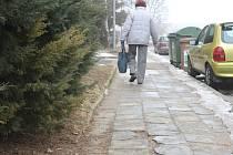 Deset milionů korun. Tolik peněz letos vyčlenili zastupitelé Blanska pouze na opravy chodníků. Celou sumu přitom zaplatí z městského rozpočtu. Na rekonstrukce tras pro pěší totiž nelze získat dotace.