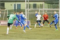 Blanensko (ve světlém) v pátém kole Superligy malého fotbalu zdolalo Olomouc 8:7.