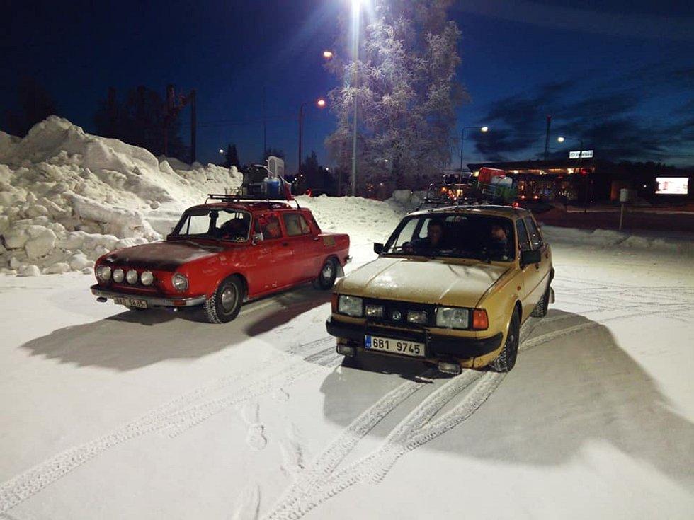Automechanik Jan Černý ze Žďáru projel ve staré Škodě 100 z roku 1976 s přáteli Evropu. Naposledy byli nadšenci z komunity Stovkou sem a tam ve Finsku.