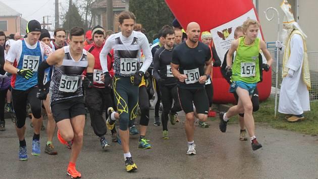 V Okrouhlé pořádali tradiční Mikulášský běh, který je součástí Okresní běžecké ligy i Brněnského běžeckého poháru.