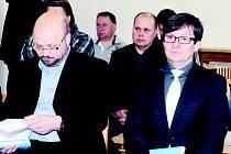 Obžalovaní úředník Filip Kincl (vlevo) a právník Čestmír Sekanina na Okresním soudu v Blansku.