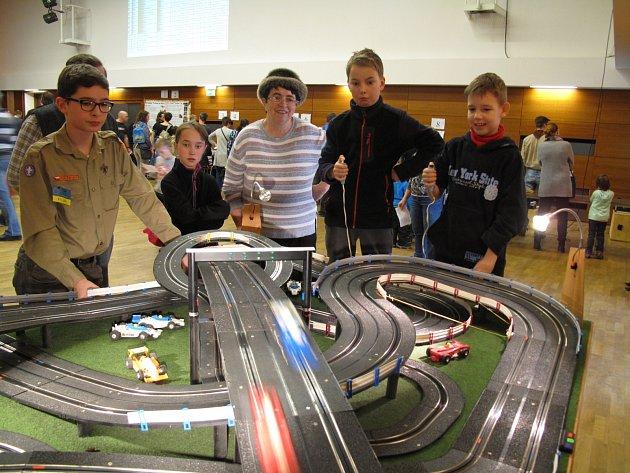 Desítky dětí si v sobotu v Blansku užily Drakoneček. Akce už tradičně návštěvníkům nabízí odpoledne plné her, ale především možnost zajezdit si na maxiautodráze.