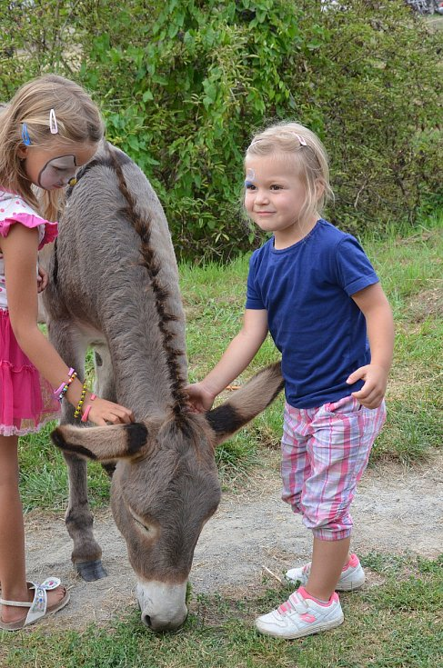 Na Farmě u Slouků v Rájci-Jestřebí tuto sobotu pořádali první ročník Dožínek.