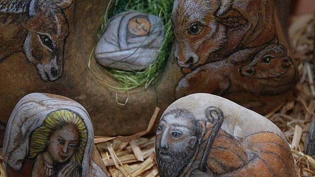 Zrození Ježíška v Betlémě je oblíbeným námětem umělců. V Letovicích je nyní možné vidět výstavu betlémů dokonce na dvou místech.