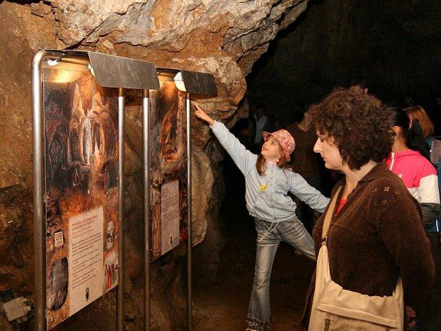 Evropská noc pro netopýry v jeskyni Výpustek v Moravském krasu.