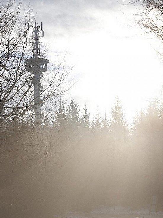 Lidé se rozloučili s rokem 2009 na rozhledně v Podvrší u Veselice.