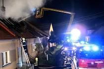V Sudicích hořela stodola a rodinný dům.