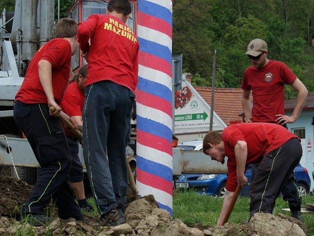 Tradiční stavění máje je v režii Sboru dobrovolných hasičů Boskovice II Mazurie.