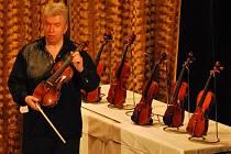Známý houslový virtuóz Jaroslav Svěcený vystoupil v Letovicích.