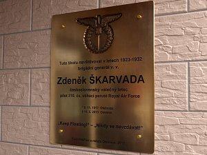 Pilota RAF Škarvadu připomíná v Olešnici pamětní deska