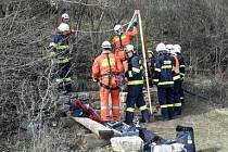 V jeskyni Nový Lopač nedaleko Ostrova u Macochy na Blanensku v sobotu po poledni v hloubce 30 metrů zkolaboval čtyřiašedesátiletý speleolog, jenž při následné záchranné akci zemřel.
