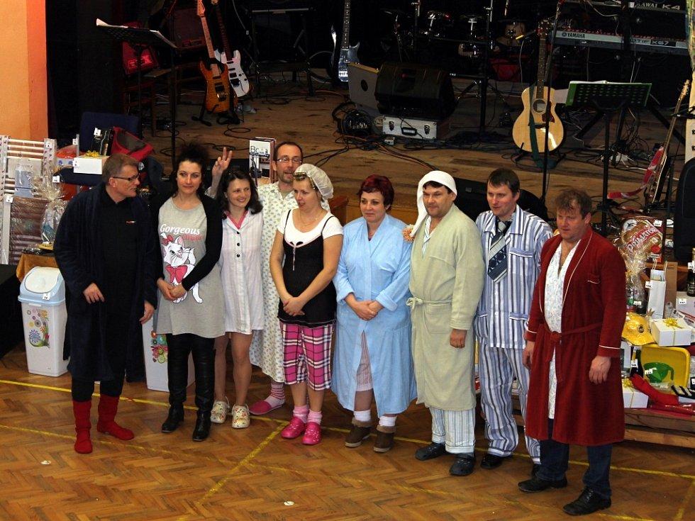 Tématem 13. ročníku maškarního plesu ve Svitávce byla pyžama.