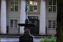 Socha Merkura, nazývaná též Létající Merkur, kterou vytvořil v 16. století slavný manýristický sochař Jean Bolougne, přezdívaný později Giambologna.