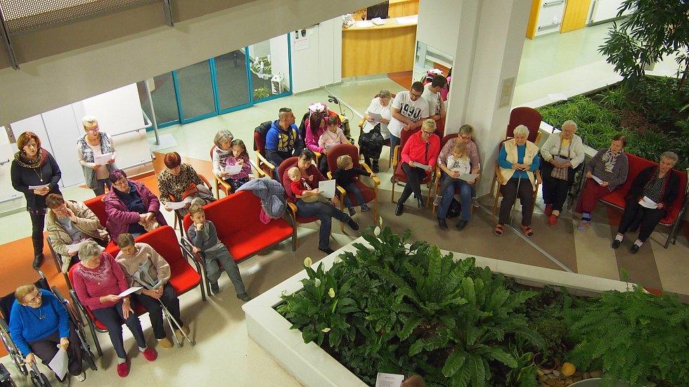 Příjemná atmosféra vládla při zpívání koled také v blanenském Senior centru.
