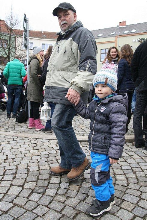 Štědrovečerní polévka pro chudé i bohaté v Boskovicích chutnala. Na dobročinné účely přinesla bramboračka přes sedmdesát tisíc korun.