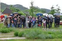 K další vlně celostátních protestů se opakovaně připojili lidé také v Letovicích. Setkali se v Tyršově ulici u busty prvního českého prezidenta Václava Havla.