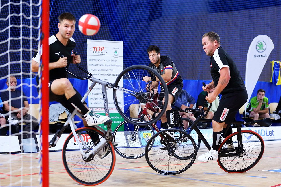 V třetím kole nejvyšší české soutěže ve Svitávce se domácí tým ve složení Jiří Hrdlička a Pavel Richter umístil na druhém místě.